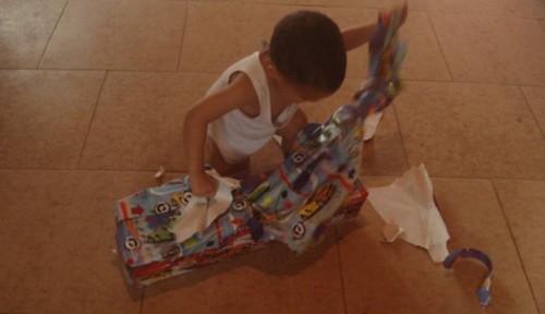 ¡Qué difícil es regalarle algo a un niño!